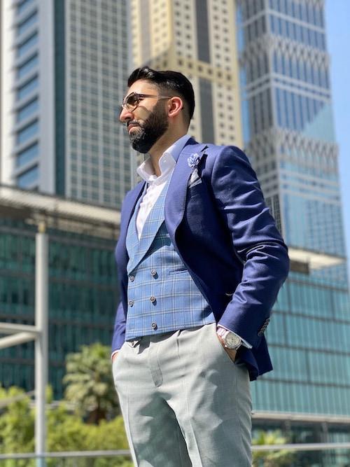 wear navy blazer for wedding guest